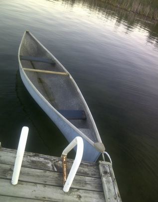 PThe blue canoe available at the Cottage Rental Ontario.